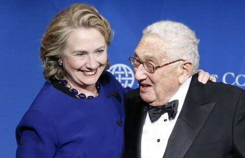 CLINTON SMILES AS KISSINGER PRESENTS HER WITH A DISTINGUISHED LEADERSHIP AWARD FROM THE ATLANTIC COUNCIL IN WASHINGTON