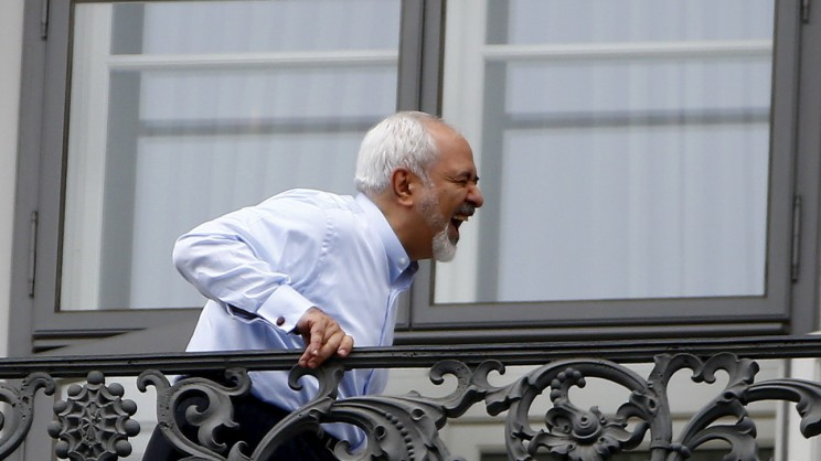 Iranian Foreign Minister Javad Zarif stands on the balcony of Palais Coburg, the venue for nuclear talks, Austria, July 13, 2015. Iran and six world powers appeared close to a deal on Monday to give Tehran sanctions relief in exchange for limits on its nuclear programme, but Iranian officials said talks could run past their latest midnight deadline and success was not guaranteed. REUTERS/Leonhard Foeger      TPX IMAGES OF THE DAY      - RTX1K8UH