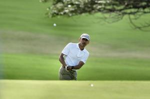 Obama playing golf in Hawaii