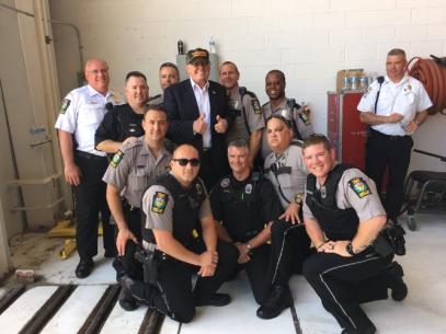 trump-w-cops